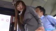 สาวบัญชีโดนหนุ่มแปลกหน้าขืนใจบนรถบัส xxxกันตรงเบาะหลัง