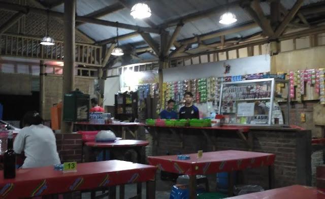 Nongkrong di Warung Burjo Semarang Bikin Lupa Waktu