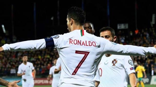 """Ronaldo lập poker cho Bồ Đào Nha: CR7 vĩ đại nhất châu Âu, Messi """"hít khói"""""""