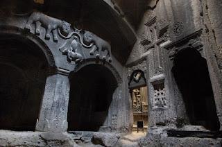 Fotografía del interior del Monasterio de Geghard