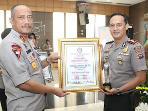 AKBP Dony Setiawan Raih Penghargaan Polisi Teladan Sumbar 2019
