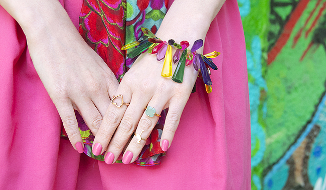 flamingo ring, rainbow bracelet, blogger look