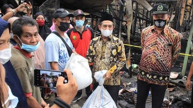 Peduli, Pemkot Berikan Bantuan untuk Korban Kebakaran Gang Nuri