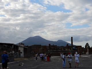 ヴェスヴィオ山と遺跡