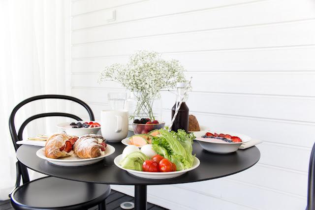 Villa H, terassilla, terassi elämää, aamupalaa