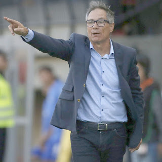 Santos anuncia a contratação do técnico Ariel Holan
