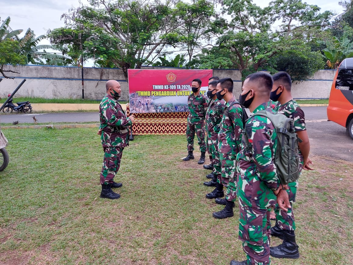 Kodim 0410/KBL, Kapten Inf Bunyamin selaku Pasiter Kodim 0410/KBL melepas beberapa Personel Yon Zipur 2/SG untuk kembali ke Kesatuannya
