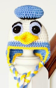 http://translate.google.es/translate?hl=es&sl=en&tl=es&u=http%3A%2F%2Fwww.hopefulhoney.com%2F2014%2F02%2Fdonald-duck-inspired-baby-hat-crochet.html