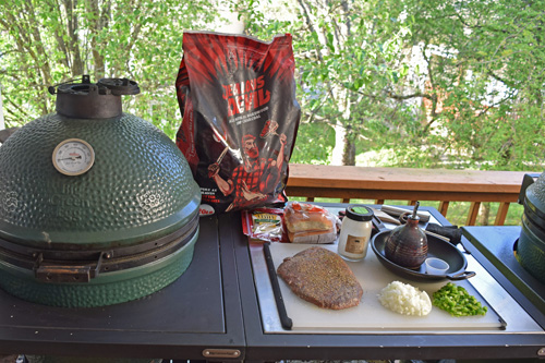 The Big Green Egg modular nest system gives you plenty of space for your mise en place.