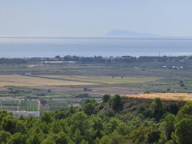 el macizo del montgó visto desde la montaña de la Punta en la vall d'uixó