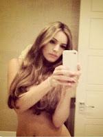 Kelly Brook selfie picture