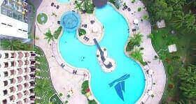 Harris Hotel Waterfront Batam mempunyai kolam renang besar