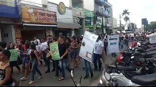 EM GUARABIRA ESTUDANTES DO IFPB PROMOVEM PROTESTO CONTRA CORTES NA EDUCAÇÃO