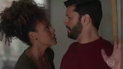 Gisele e Diogo em cena da novela das 19h, Bom Sucesso (Foto: Reprodução)