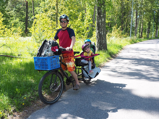 xtracycle, perhepyora, cargo bike, pitka tarakka, cargo pyora, iso pyora, pitkaperainen pyora, kaksi lasta pyoran kyytiin, pyoraily helsingissa, kesapyora, pyoraretki, lapset pyoran kyydissa