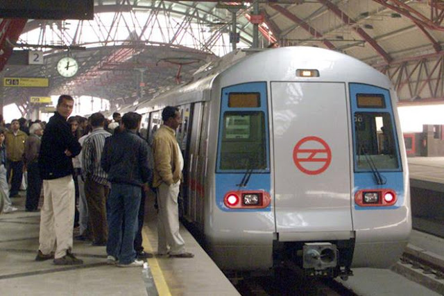 delhi-metro-free-wi-fi-on-blue-line-stations