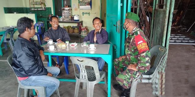 Dengan Cara Komsos Personel Jajaran Kodim 0207/Simalungun Jalin Silaturahmi Dengan Warga