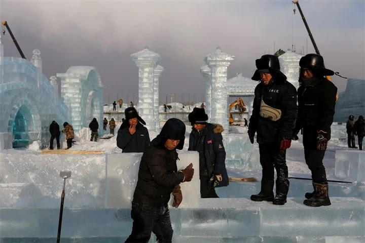 The opening of an international festival for sculpture on ice in China ... despite Corona ... photos