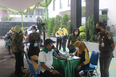 Hut Bhakti Adhyaksa ke 61 Dan Hut Ikatan Adhyaksa Dharmakarini Kejari Kota Tangerang Ajak Masyarakat Untuk Vaksin