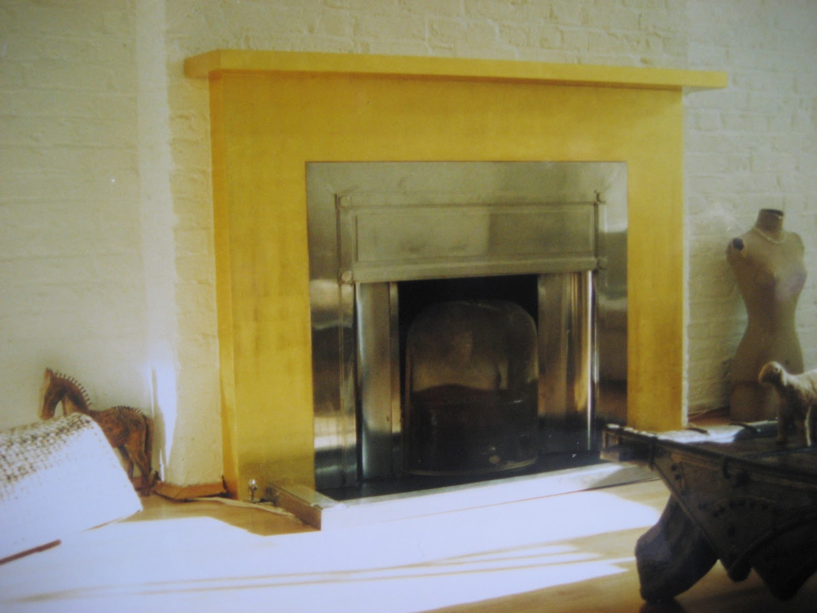 Original Gilding London: Renovate a fireplace in Gold Leaf