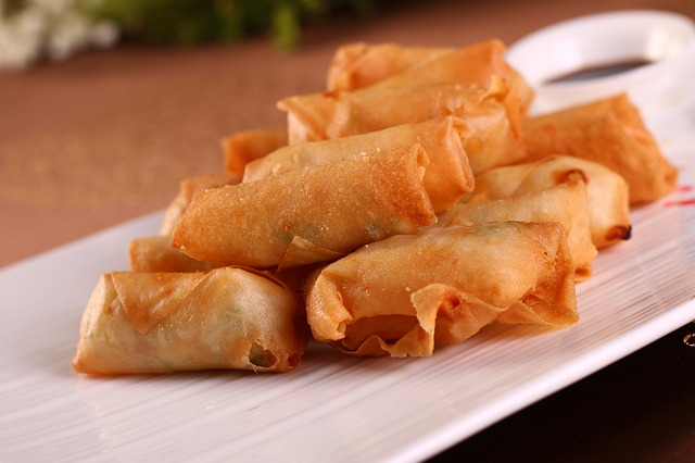 Guy jokes about shifting careers after discovering how much lumpia vendor earns