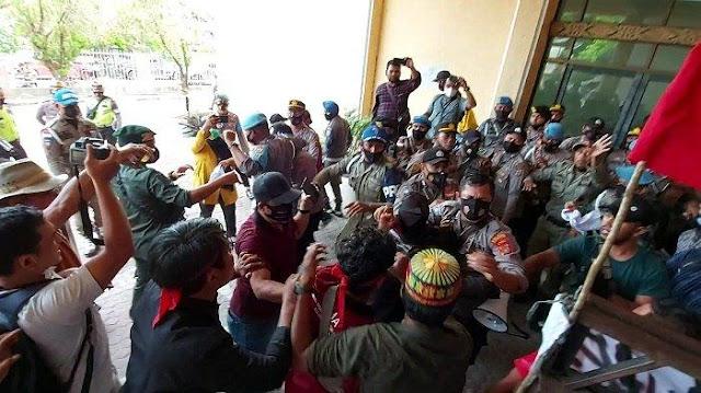 Demo Tolak Perbub di DPRK Aceh Utara Ricuh, Mahasiswa dan Petugas Bentrok