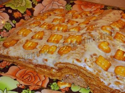 Медовый торт со сметанным кремом в виде книжки
