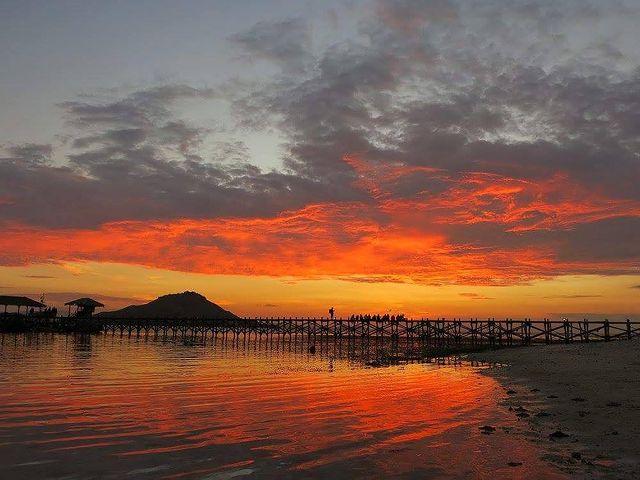 Sunset Pulau Kanawa - foto shecantcycle