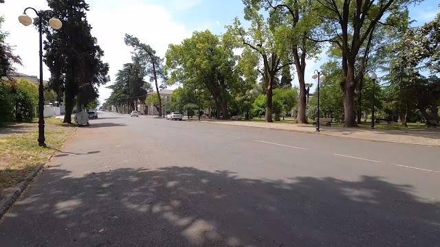Видеопрогулка по ул. Пушкина в Сухуми