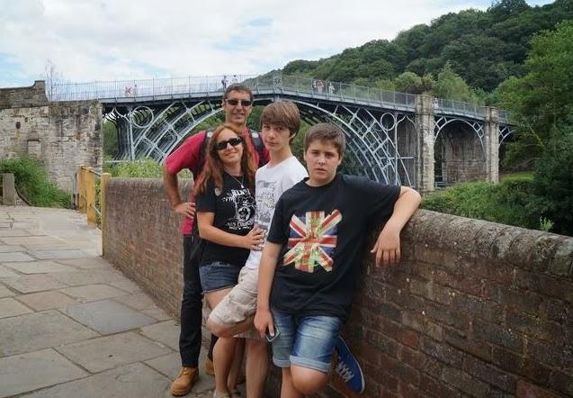 Iron bridge, Iron bridge gorge, puente de hierro, puente de hierro mas antiguo del mundo, cuna revolución industrial, origen revolucion industrial