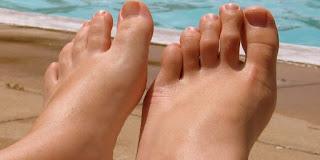 احصلي على قدمين ناعمتين هذا الصيف فى خطونين فقط