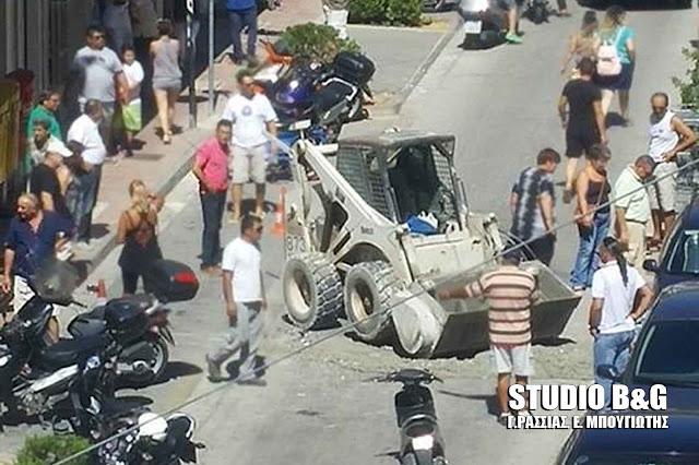 Τροχαίο ατύχημα με χωματουργικό μηχάνημα στο κέντρο του Άργους