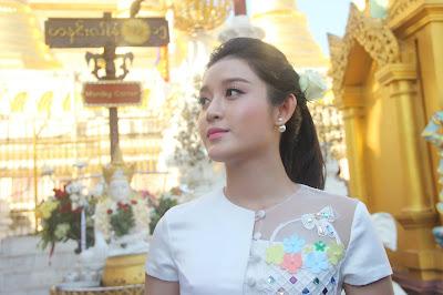 Vietnamese Actress Nguyễn Trần Huyền Visits Shwe Dagon Pagoda