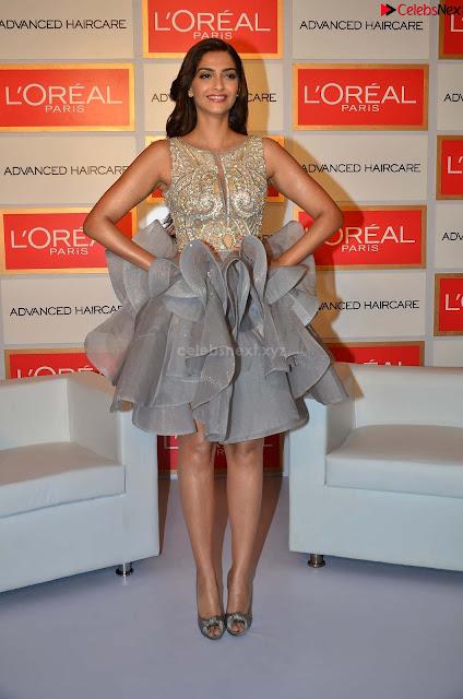 Sonam Kapoor Bollywood ~ .xyz Exclusive 001.jpg