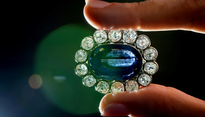 بيع 9 جواهر لابنة نابليون بسعر فاق التوقعات