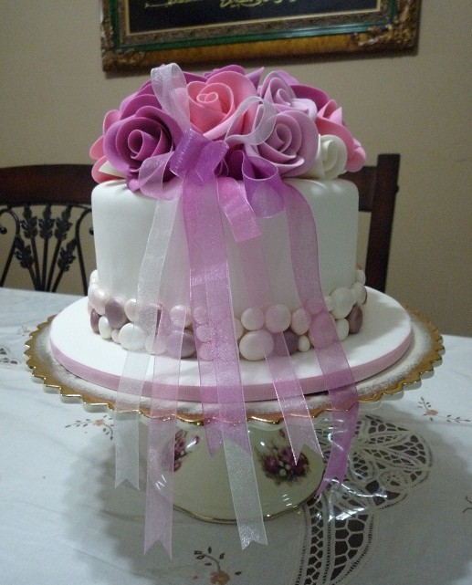 Everything You Need To Know About Wedding Cake: GG Home Biz Cakes & Wedding Cakes: Roses And Pebbles