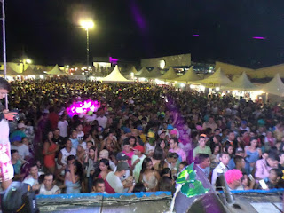 """Grande público comparece ao """"40 Graus"""" Carnaval de Cuité"""