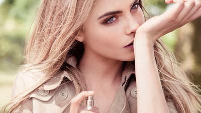Πώς θα ψεκάζετε το άρωμα σας το πρωί και θα μυρίζει όμορφα μέχρι το βράδυ