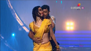 Karishma Tanna in Wet Yellow Saree on Stage Dance performence (35).jpg