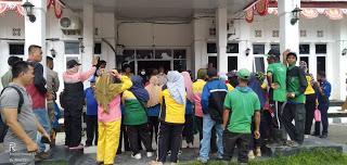 Terkait Seragam BHL Gelar Aksi Demo Kantor Pemda Muratara
