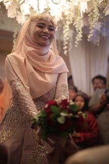 inspirasi pernikahan, pernikahan impian, merayakan satu tahun pernikahan, tips menjalani pernikahan, siger sunda, pernikahan adat sunda, pernikahan muslimah, membeli cincin pernikahan