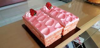 Flatty Cake Cirebon, Strawberry Delight