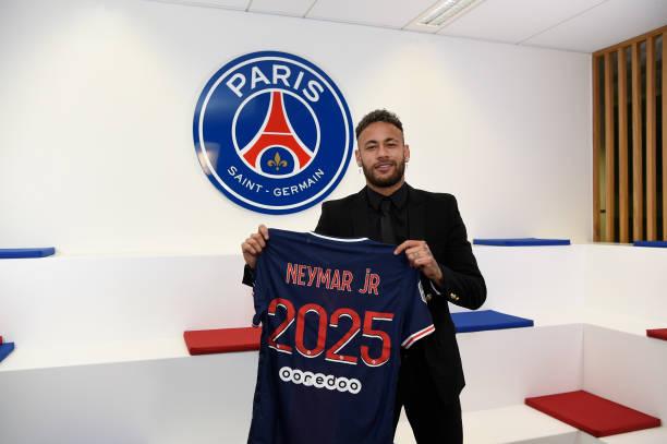 Neymar signs new Paris St-Germain contract - FOOTBALL FLAME