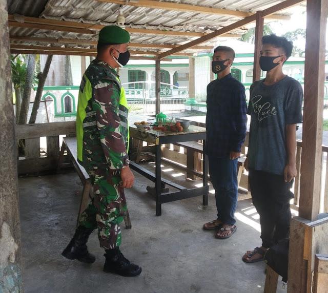 Babinsa Yuniaro Zebua Sosialisasikan Penerimaan Calon Prajurit TNI AD Tahun 2021 di Korem 003/WP