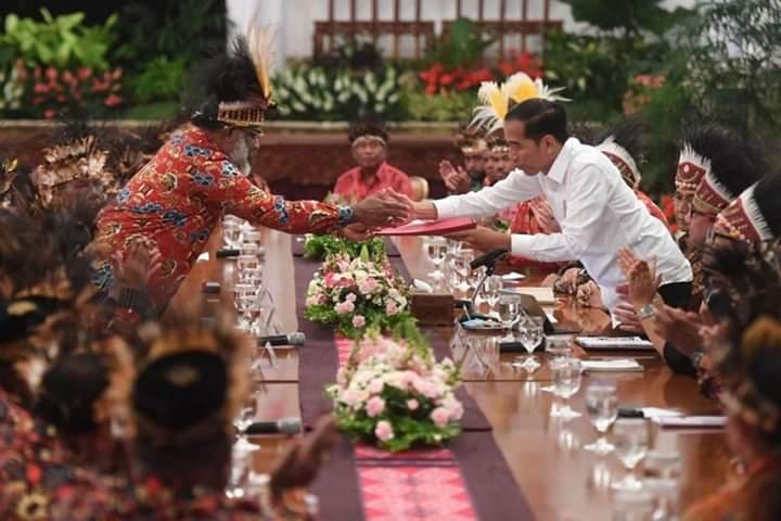 Misteri Orang-orang  Papua di Istana Presiden