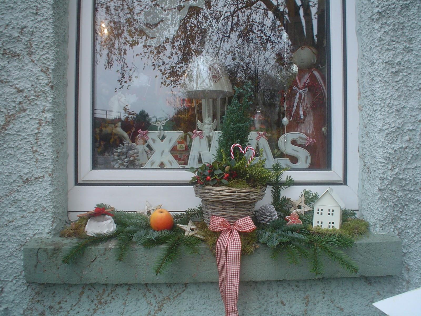 Deko Fensterbank Aussen Fensterbrett Dekoration Weihnachten Bellas