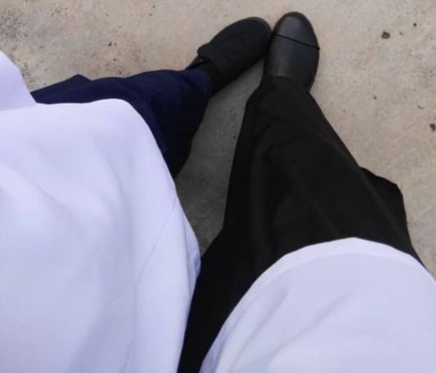 Nenek kasut hitam