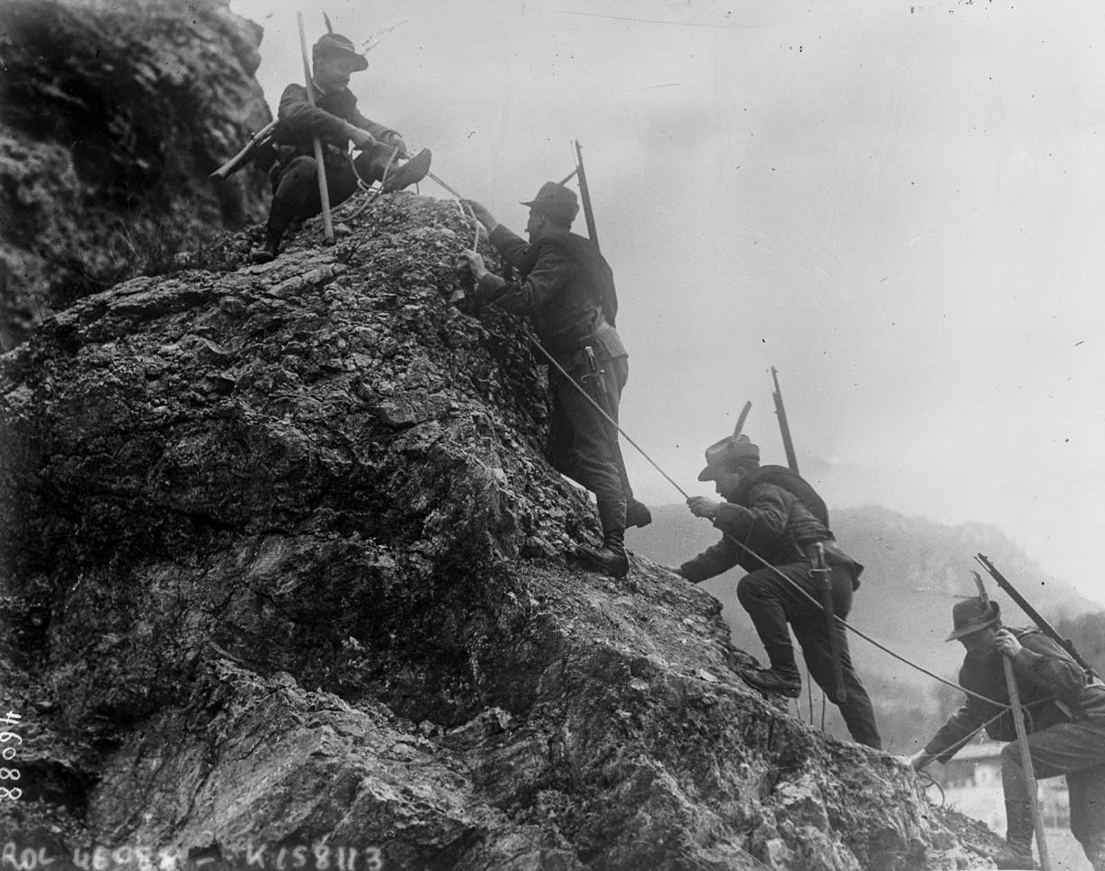 Italian Alpini troops. 1915.