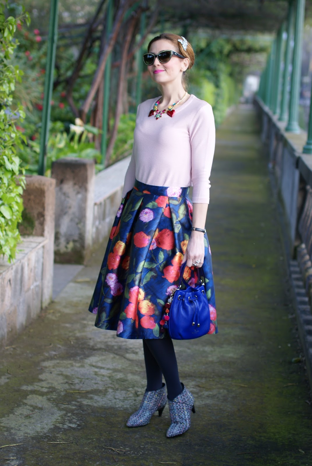 Paccio midi skirt and Kate Spade bucket bag on Fashion and Cookies fashion blog, fashion blogger style