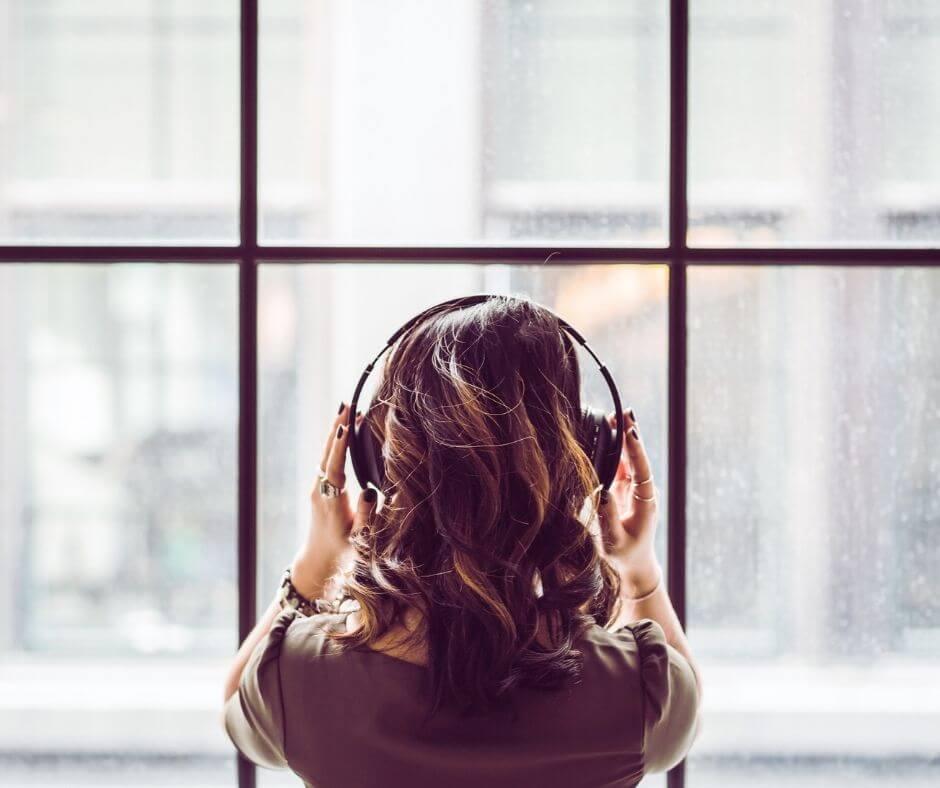 reading-listening-watching-21-headphones